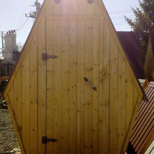Туалет деревянный ромб